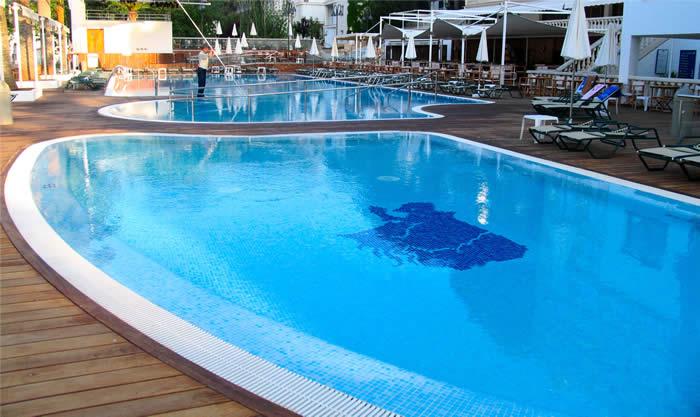 Im genes de piscinas im genes for Imagenes de piscinas