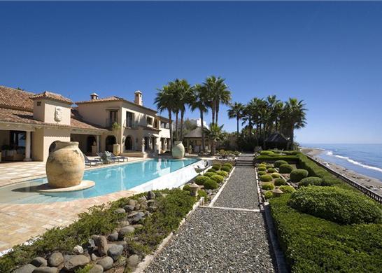 Casas de lujo im genes for Casas de lujo con jardin y piscina